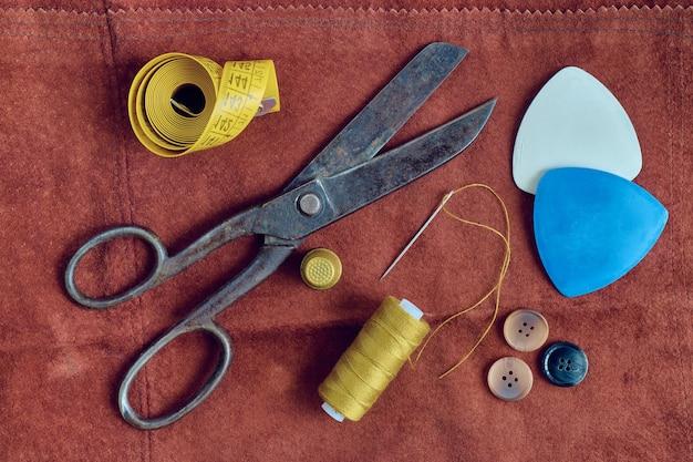 Materiais de costura. natureza morta composta de ferramentas e acessórios de alfaiates