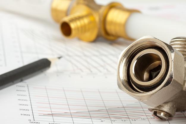 Materiais de encanamento - tubos, lápis, documentação e válvulas