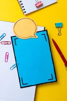 Material de escritório da escola chamativo, coleções de ensino e aprendizagem brilhantes, ferramentas de escrita criativa, coisas educacionais, materiais mistos para alunos caneta, caderno, caderno, lápis, notas adesivas Foto Premium