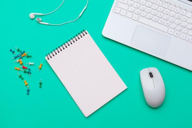 Material de escritório e papelaria