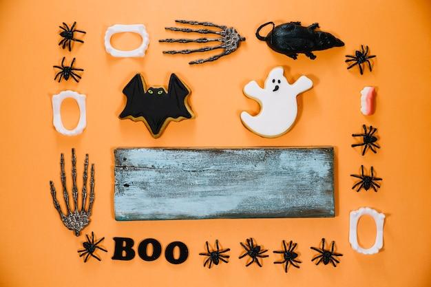 Material de halloween e madeira cinzenta