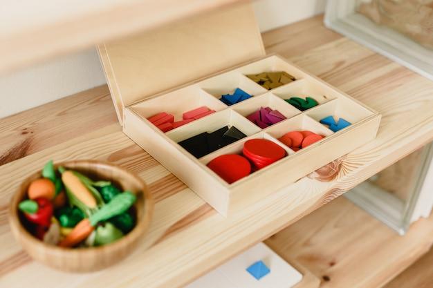 Material de madeira montessori para a aprendizagem de crianças e crianças na escola