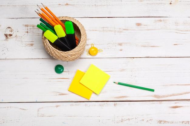 Material escolar, acessórios de papelaria