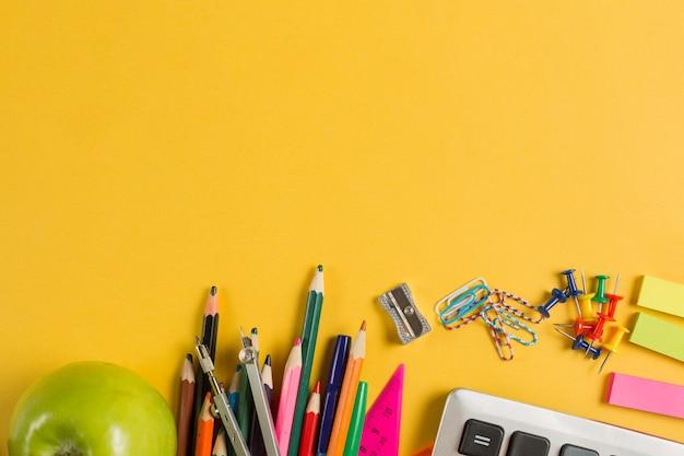 Material escolar e escola - artigos de papelaria vista superior