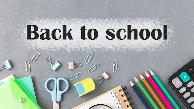 Material escolar e texto de volta às aulas