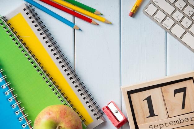 Material escolar em sala de aula