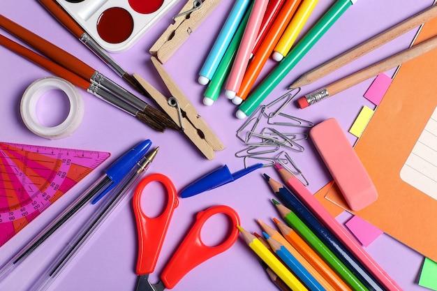Material escolar para aulas de arte