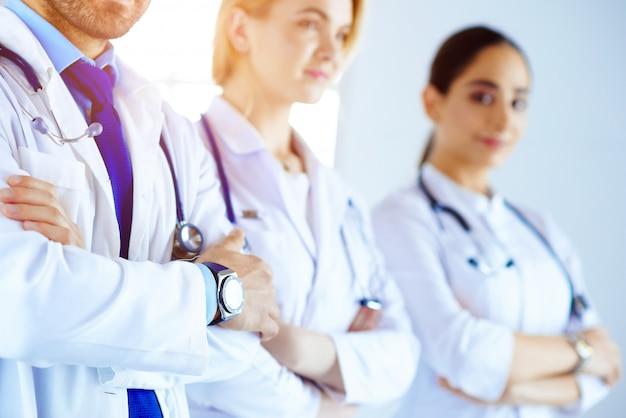 Material médico - equipe de médicos, enfermeiros, médicos e cirurgiões no hospital. serviço de saúde.