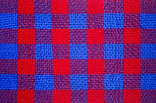 Material xadrez. fundo de roupas de gaiola vermelha e azul