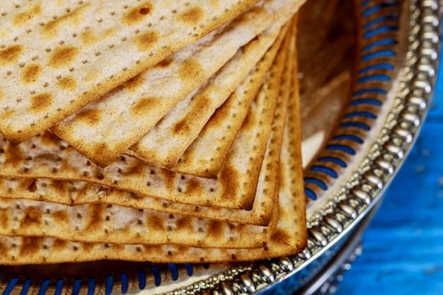 Matza judaica em pão ázimo de páscoa