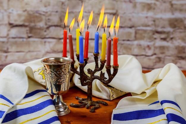 Matzah tradicional do sabbath judaico e ritual do vinho