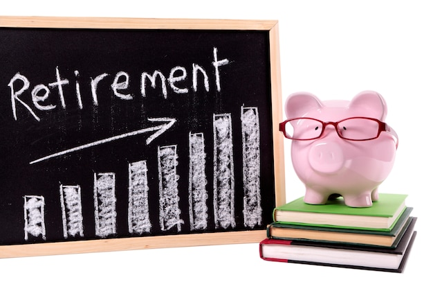 Mealheiro com gráfico de poupança de aposentadoria