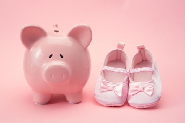 Mealheiro e botinhas de bebé