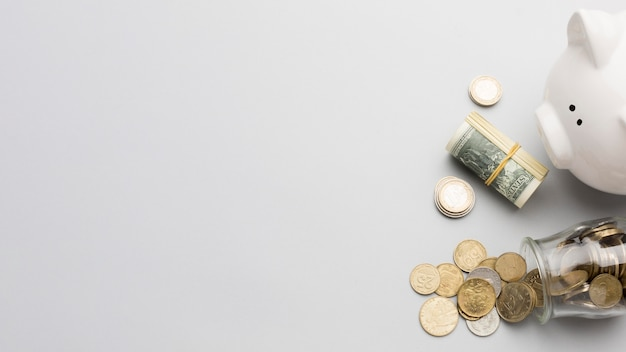 Mealheiro e moeda dinheiro cópia espaço