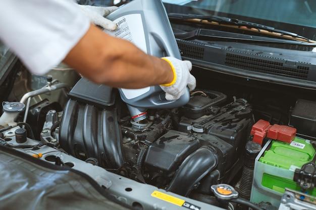 Mecânico de manutenção do carro de trabalho