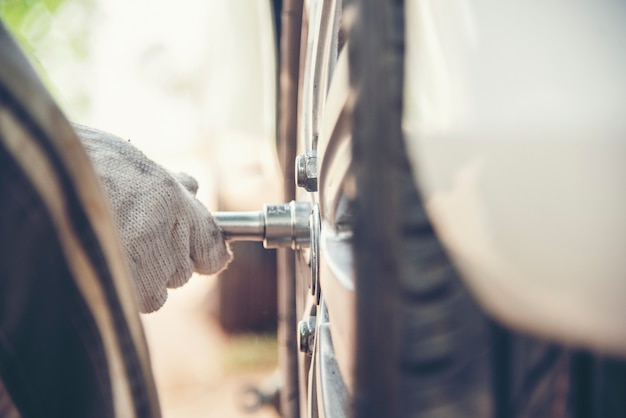 Mecânico homem carro serviço reparação automóvel garagem autocar veículos serviço mecânico