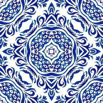Medalhão do damasco aquarela azul e branco desenhado à mão telha padrão de pintura ornamental sem emenda. textura de luxo elegante para tecido e azulejo azulejo