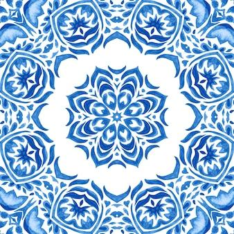 Medalhão em aquarela de damasco azul e branco desenhado à mão em azulejo sem costura ornamental padrão de pintura