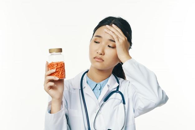Médica asiática, gripe e vírus na china, coronavírus 2019-ncov