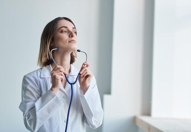 Médica, exame de dotoscópio, profissional de hospital