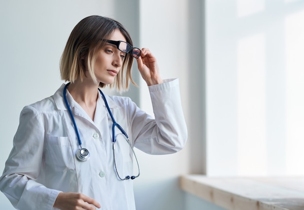 Médica hospital especialista estetoscópio profissão cardiologista