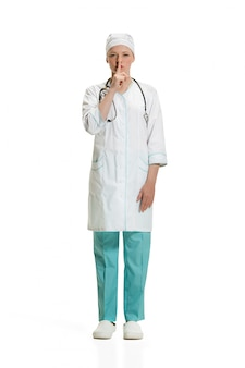 Médica pedindo silêncio. conceito de saúde