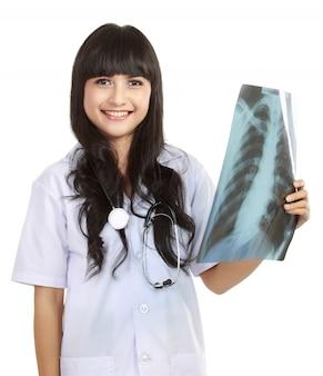 Médica, segurando um raio-x