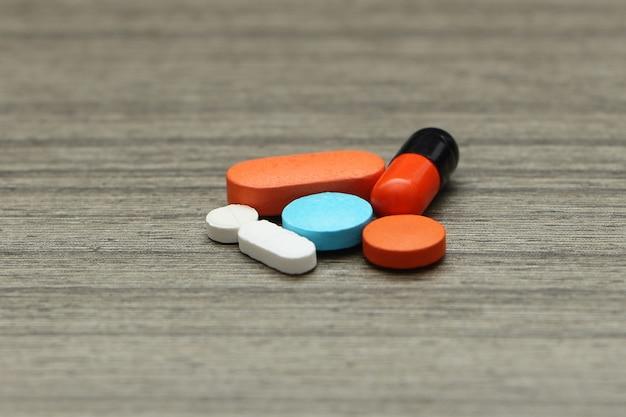 Medicamentos coloridos, medicamentos e pílulas