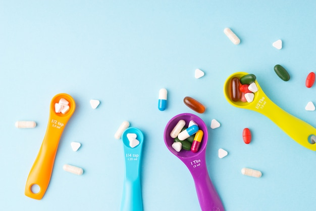 Medicamentos, comprimidos, vitaminas e medicamentos de várias formas