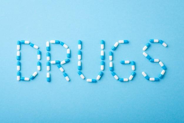 Medicamentos de iscrição em fundo azul