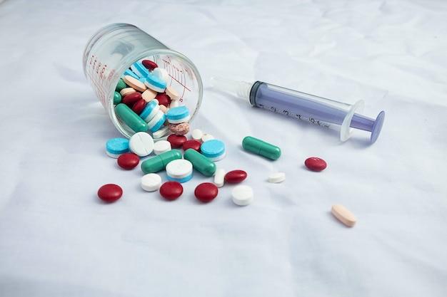Medicamentos e seringas médicas