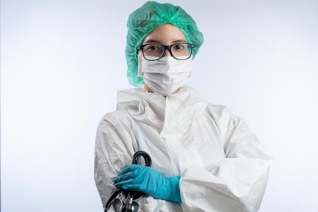 Médicas asiáticas usam máscara facial, luvas e óculos. conceito covid19.