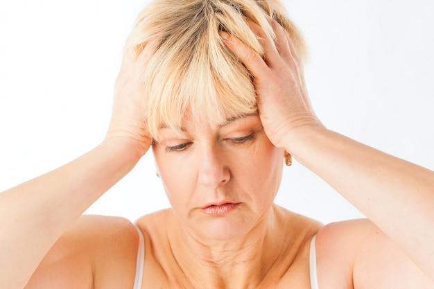 Medicina e doença - dor de cabeça ou enxaqueca