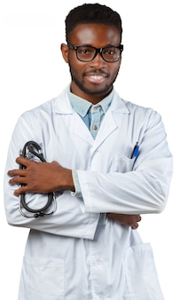 Médico africano homem isolado no fundo branco