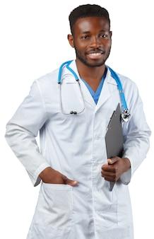 Médico com flip-chart isolado no branco