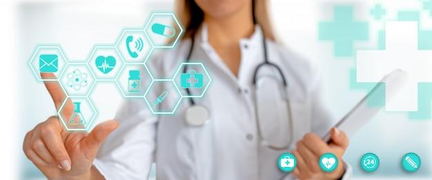 Médico com gráfico de saúde médico