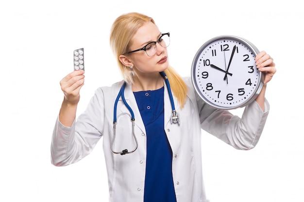 Médico da mulher de jaleco branco