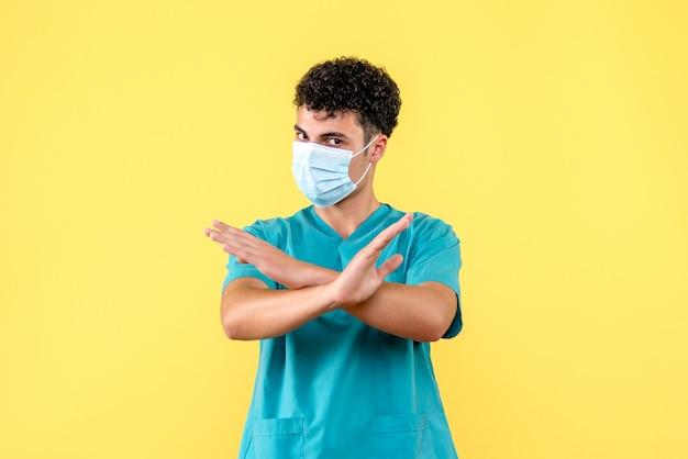 Médico de visão frontal o médico com máscara diz qual medicamento você não deve tomar