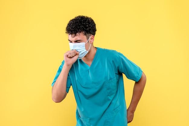 Médico de vista frontal o médico em tosse com máscara