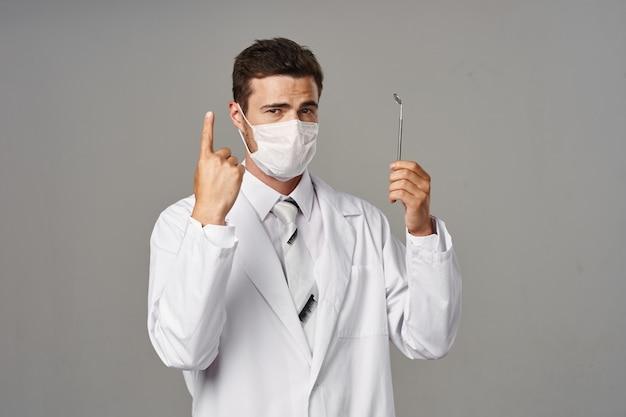 Médico dentista masculino, estúdio