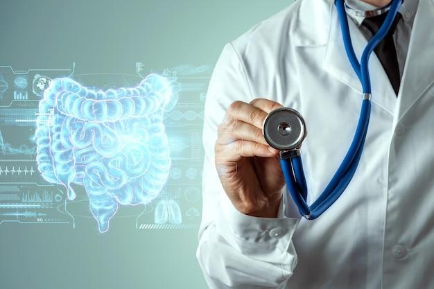 Médico e projeção holográfica de cintilografia com sinais vitais