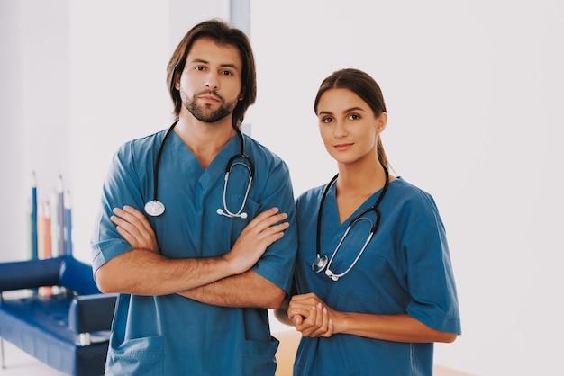 Médico enfermeiro ou cirurgião pessoal médico na clínica.