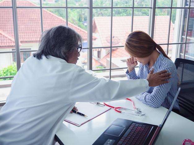 Médico incentiva pacientes no hospital