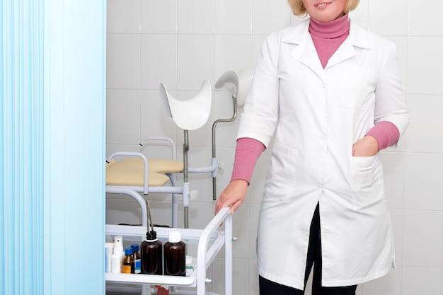 Médico no consultório