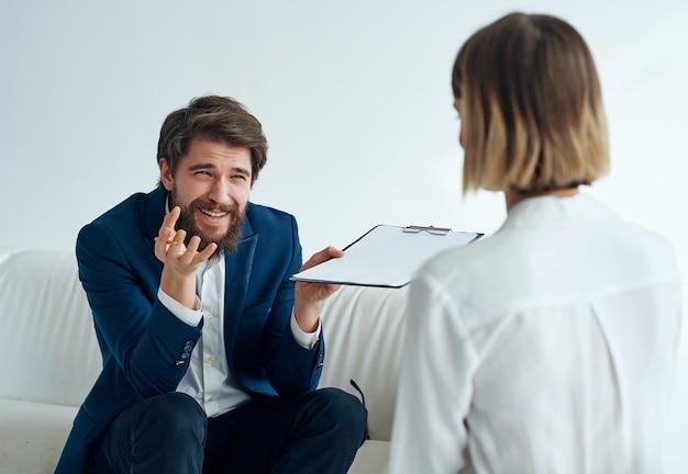 Médico psicólogo visita terapia de comunicação