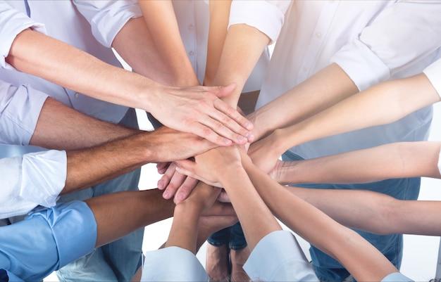Médicos e enfermeiras coordenam mãos