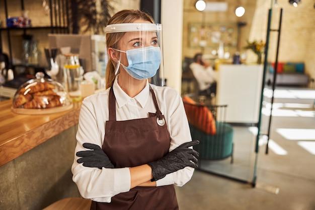 Medidas necessárias para trabalhadores da cafeteria durante a quarentena