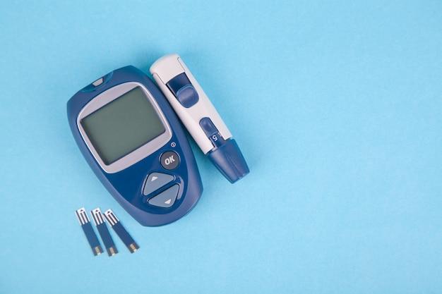Medidor de glicose e um soco para o diagnóstico de glicose