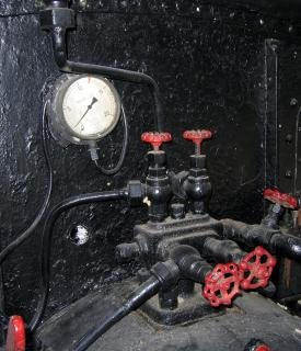Medidor de pressão e válvulas vintage