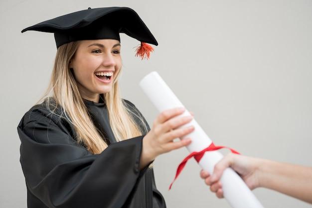 Médio, tiro, menina, obtendo, dela, faculdade, certificado